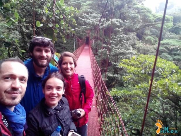 http://www.osmeustrilhos.pt/wp-content/uploads/2015/04/Monteverde-Ponte-suspensa-amigos-1.jpg