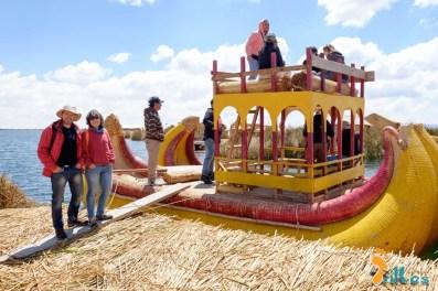 Puno-IslasFlotantentes-Peru-5
