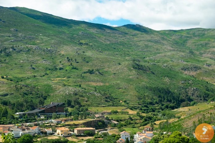Vista de Unhais da Serra, com o famoso hotel H2O Congress & Spa em destaque