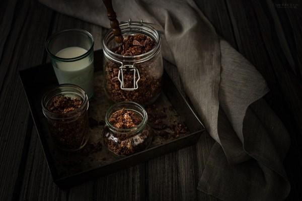 domowa czekoladowa granola