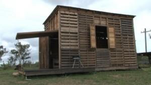pallet-house-003-600x339