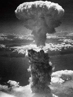 Mushroom_cloud_over_Nagasaki_by_Charles_Levy_main