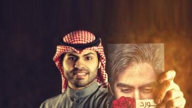 Photo of عبدالله السعيدي روائي كويتي شاب يكتب على السطور وبينها