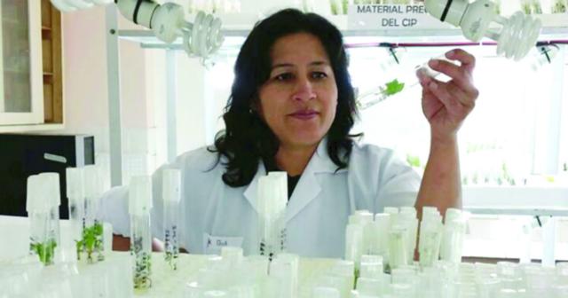 على مستوى العالم المرأة راعية الحياة.. بعلوم الحياة