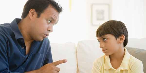 أخطاء الآباء.. تقلل من علامات وشخصيات الأبناء
