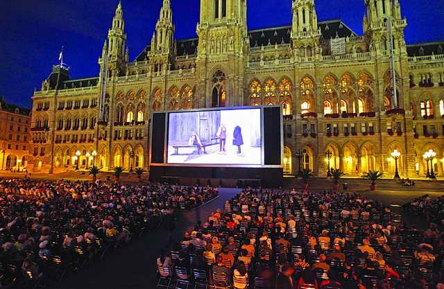 السينمات الصيفية (المكشوفة) حول العالم.. متعة سـيـاحيـة وبصـريـة وترفيهيـة