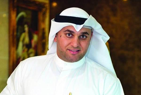 الكويتي محمد كمال يمتلك نسخاً نادرة من المصحف الشريف