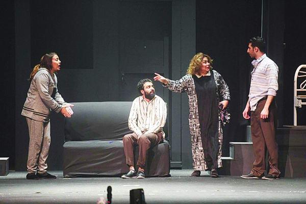 الحشاش يفوز بجائزتي الإخراج والسينوغرافيا في مهرجان شرم الشيخ للمسرح الشبابي