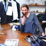 فيبي جورملي.. تغزو شارع سافيل للرجال بالأزياء النسائية!