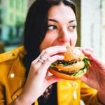 البوليميا.. فوضى الشراهة في الأكل.. ونظام علاجي