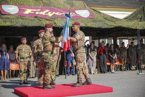 1- Cessione Bandiera di Guerra dal Col Ettore Gagliardi al nuovo Comandante Col Mauro Bruschi