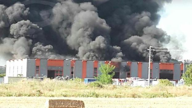 L'incendio alla Raetech di Foiano della Chiana