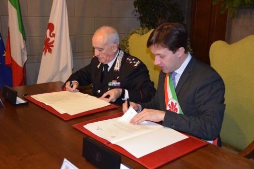 Il generale Tullio Del Sette e il sindaco Dario Nardella