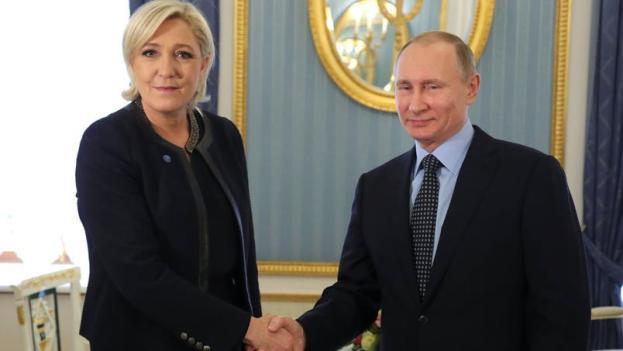 Marine Le Pen con Vladimir Putin al Cremlino il 24 marzo 2017