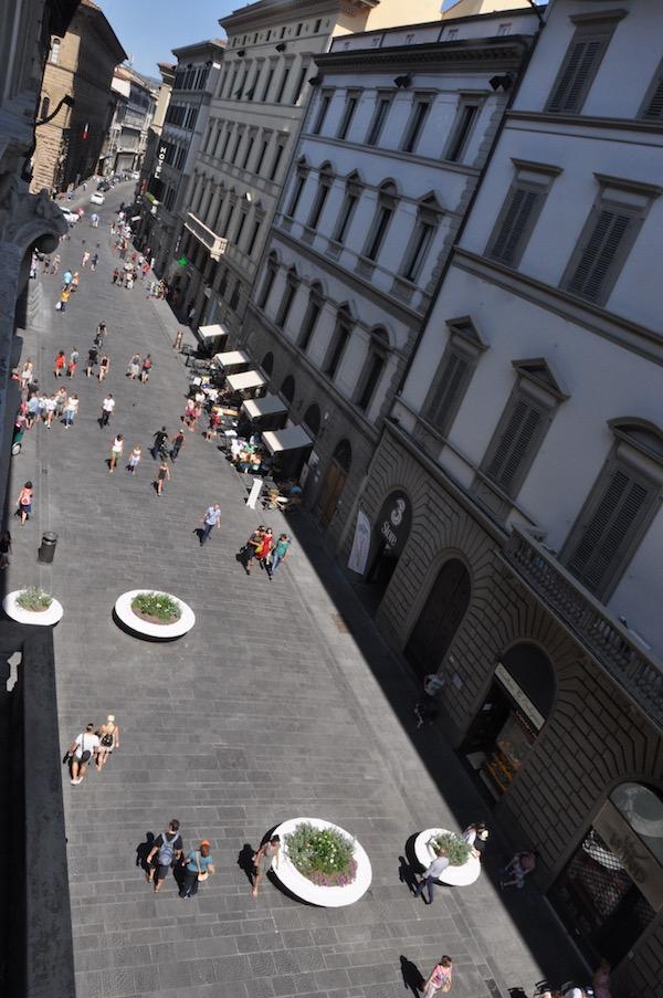 Le nuove aiuole 'antiterrorismo' in via Martelli a Firenze