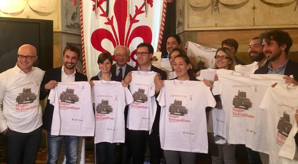 Al centro il sindaco di Firenze Nardella e il sovrintendente del Maggio Chiarot con alcuni sindaci e rappresentanti dei comuni del progetto Maggio Metropolitano