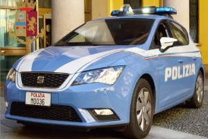 Spacciavano in pieno centro farmacia ex moglie ostaggi via Volturno egiziano serbo rapina impropria Piazza Duca d'Aosta polizia per spaccio