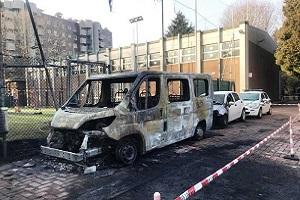 Incendiati mezzi della Polizia Locale