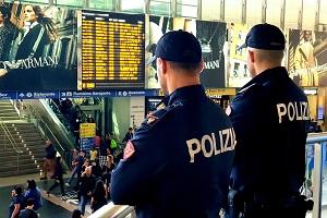 Borseggiatore libico arrestato in Stazione Centrale polizia