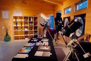 Sala accoglienza con telescopi degli astrofili