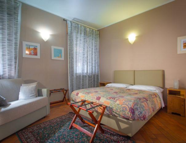 letto-matrimoniale-camera-familiare-605x465