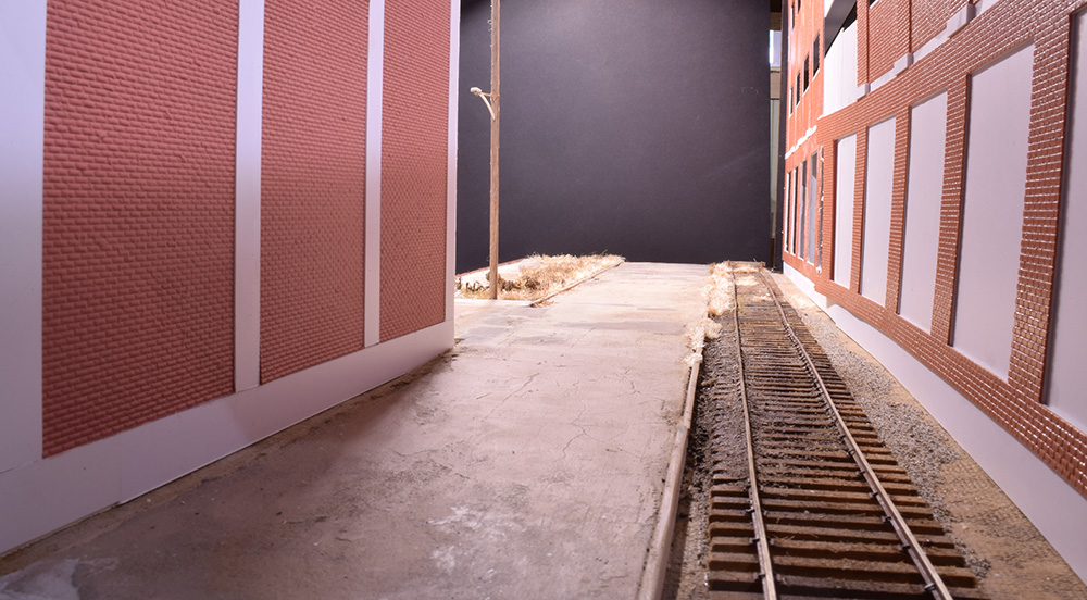This alleyway strengthens the urban effect.