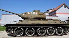 CHCĄ ODRESTAUROWAĆ CZOŁG ŚREDNI T-34/85. POSZUKUJĄ BRAKUJĄCYCH ELEMENTÓW