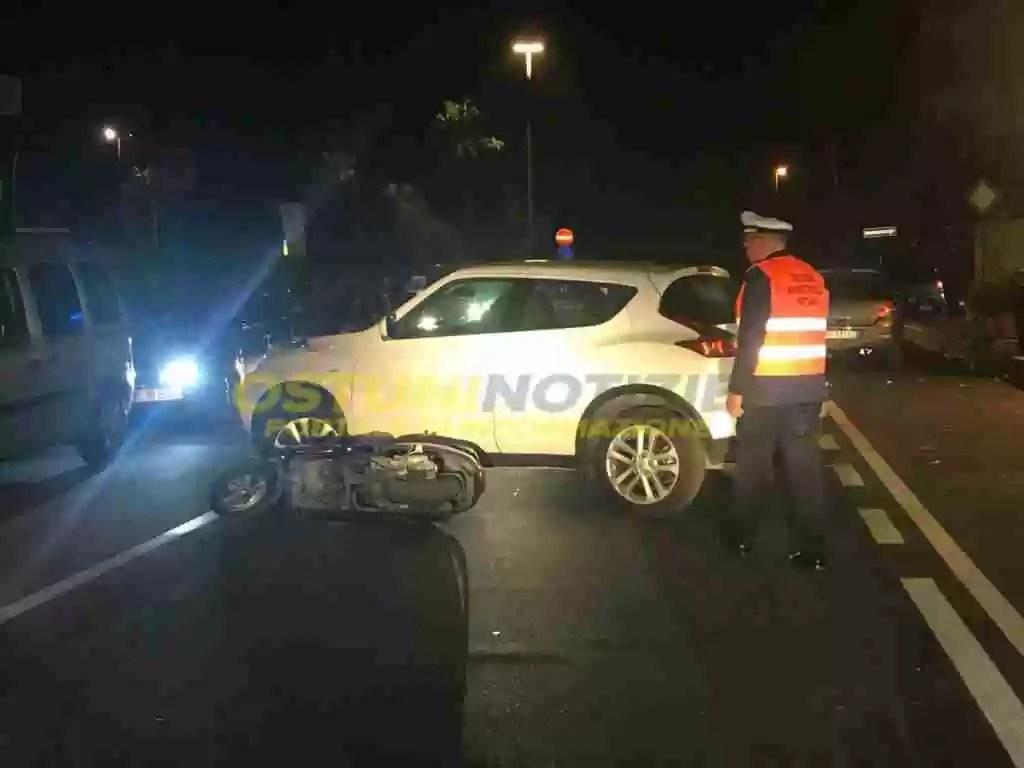Incidenti stradali: Scontro scuter e automobile un morto e un ferito