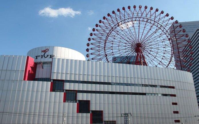 Jovem ferida pelo suicídio de um menino de 17 anos em Osaka morre no hospital