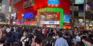 Centenas de japoneses participaram no fecho do complexo SEGA Ikebukuro GiGO
