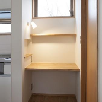 20:台所(子) 台所横には主婦コーナーがある。
