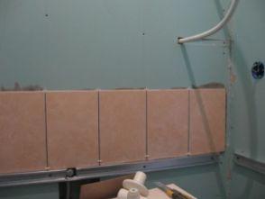 укладка плтки в ванной019