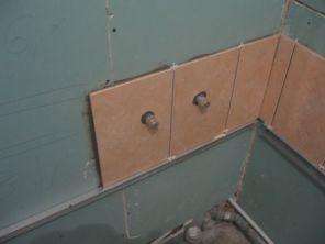 укладка плтки в ванной031
