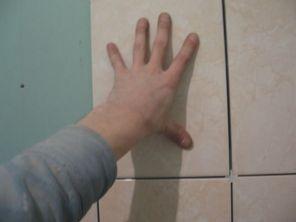 укладка плтки в ванной054
