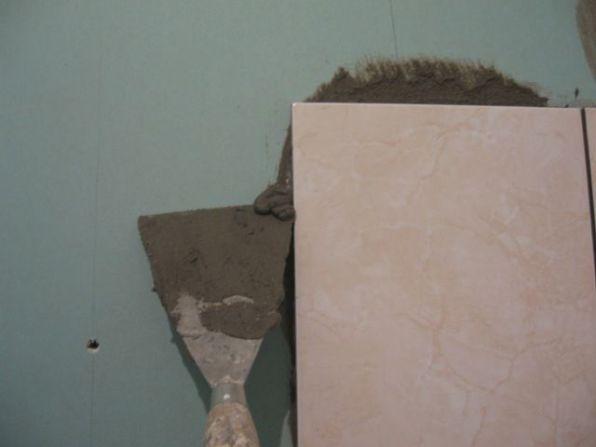 укладка плтки в ванной058