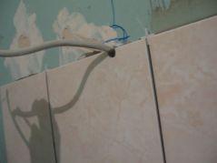 укладка плтки в ванной061