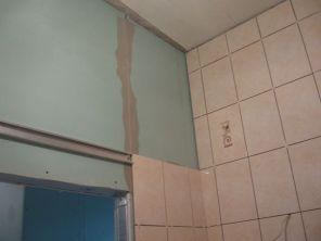 укладка плтки в ванной075