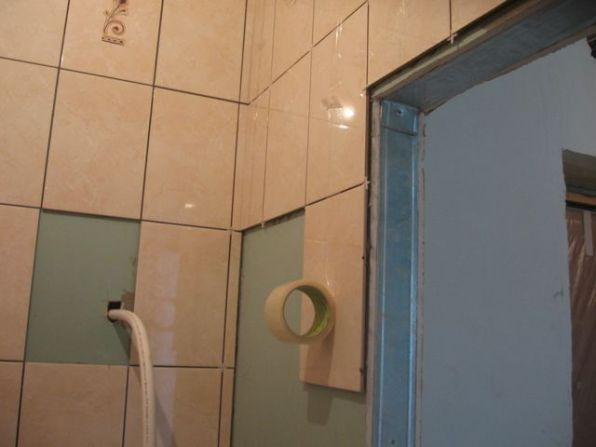 укладка плтки в ванной082