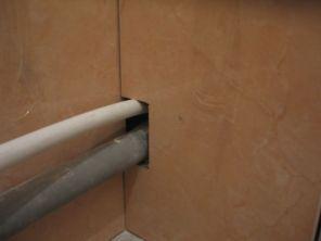 укладка плтки в ванной087