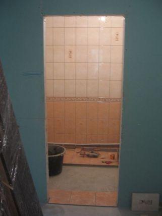 укладка плтки в ванной089