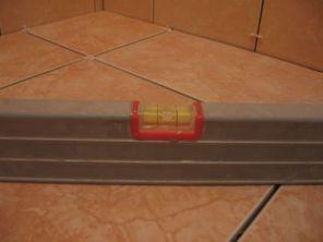 укладка плтки в ванной096