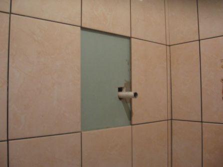 укладка плтки в ванной100