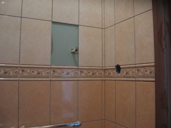 укладка плтки в ванной102