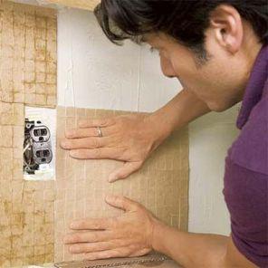 Укладка фартука на кухне из мозаики09
