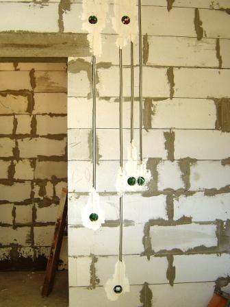 Штробы в блочных стенах