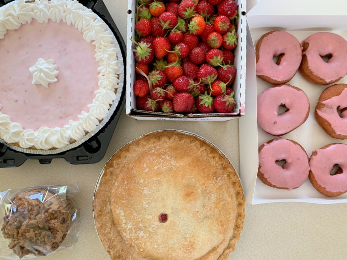 Read all about our family friendly strawberry picking experience at Tom's Farm Market in Huntley, Illinois including what food to eat!Read all about our family friendly strawberry picking experience at Tom's Farm Market in Huntley, Illinois including what food to eat!