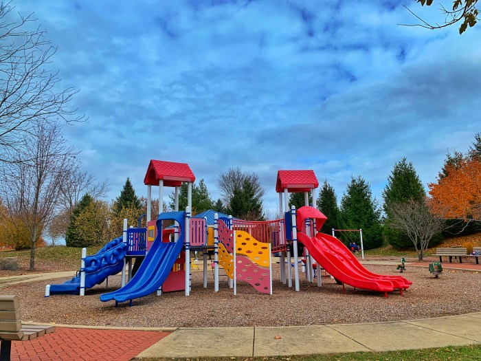 Ted Spella Park, Algonquin's hidden gem with an awesome climbing (and sledding) hill, walking paths, playground for young ones, and more!