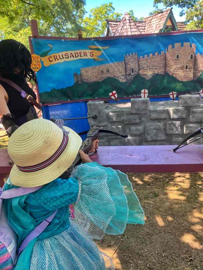 Highlights of the Bristol Renaissance Faire in Wisconsin. Travel back to the 1500s for delicious food, fun entertainment, and so much fun!