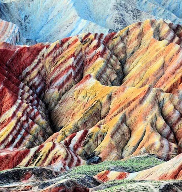 Danxia: Τα εξωπραγματικά πολύχρωμα βουνά στην Κίνα (1)