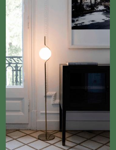lampadaire le vita en aluminium avec finition en laiton pour un design chic par nahtrang